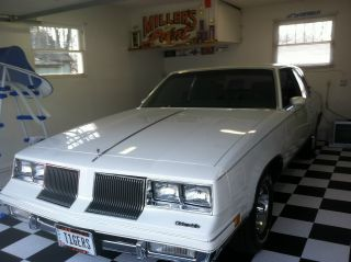 1986 Oldsmobile Cutlass Supreme Base Coupe 2 - Door 5.  0l photo