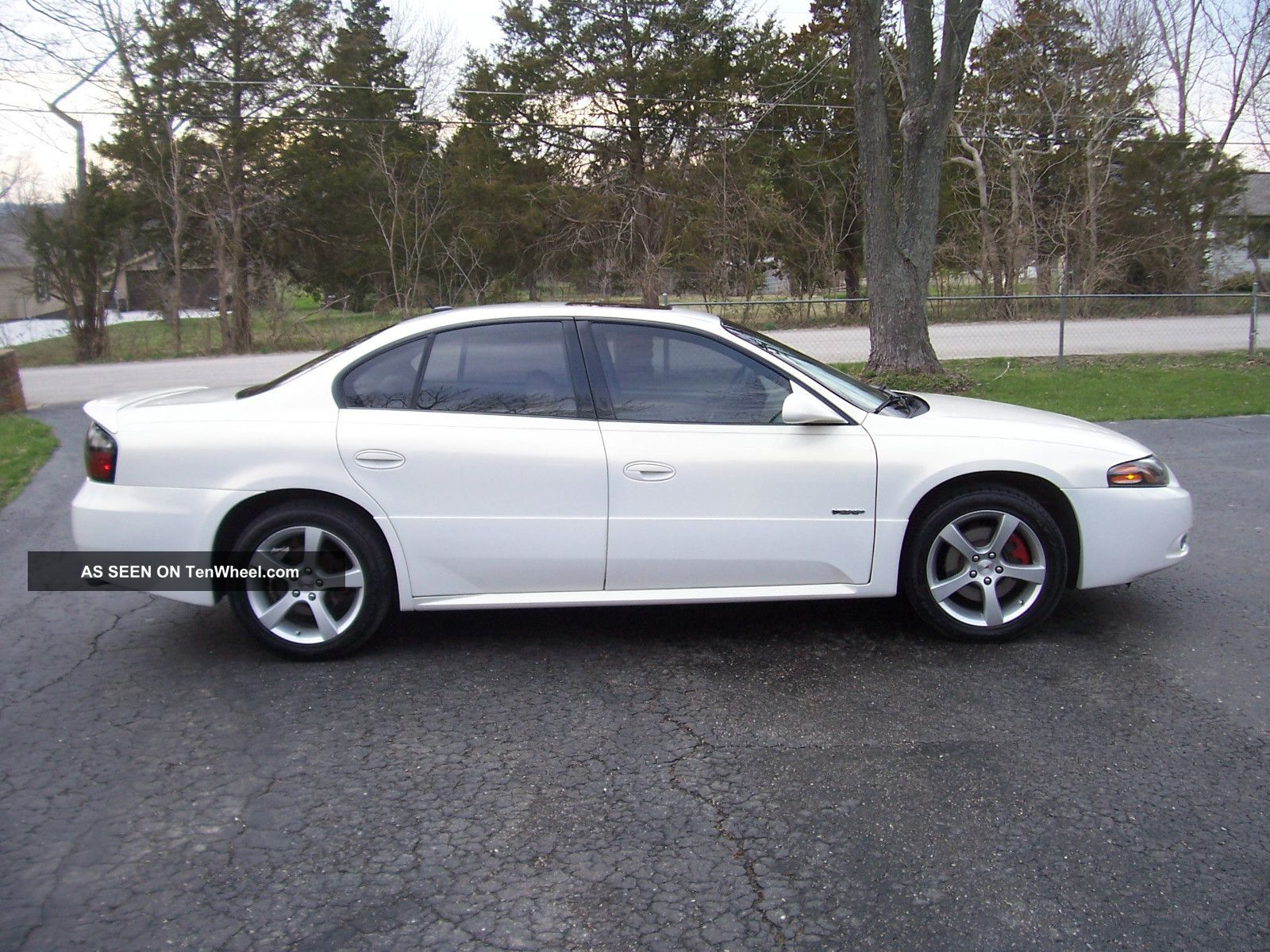 2005 Pontiac Bonneville Gxp Sedan 4 - Door 4.  6l Bonneville photo