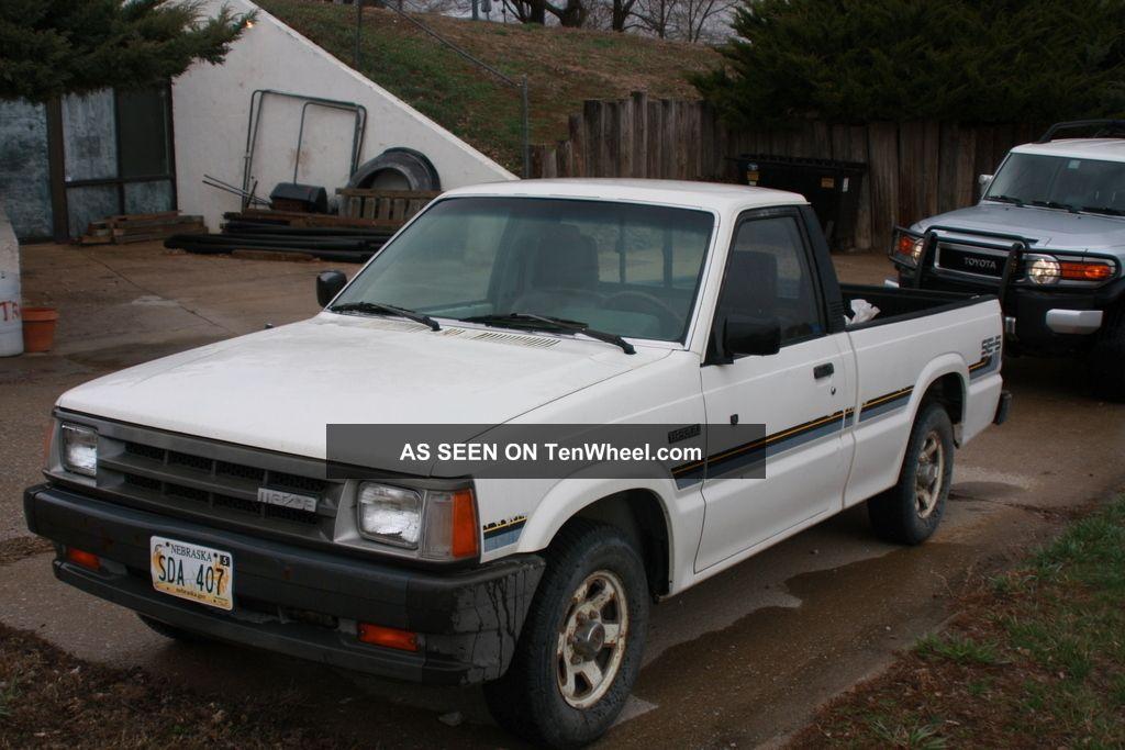 1988 Mazda B2200 Se - 5 Standard Cab Pickup 2 - Door 2. 2l