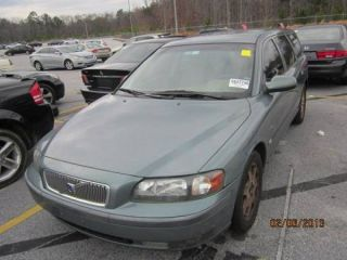 2002 Volvo V70 T5 Wagon 4 - Door 2.  3l photo