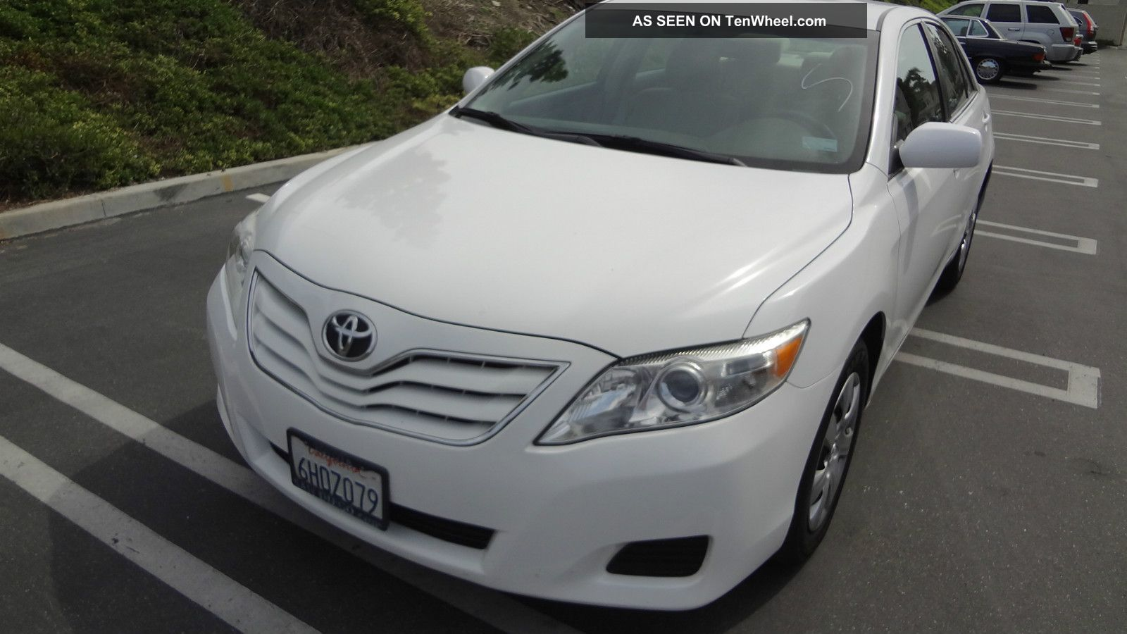 2010 Toyota Camry Le White Very
