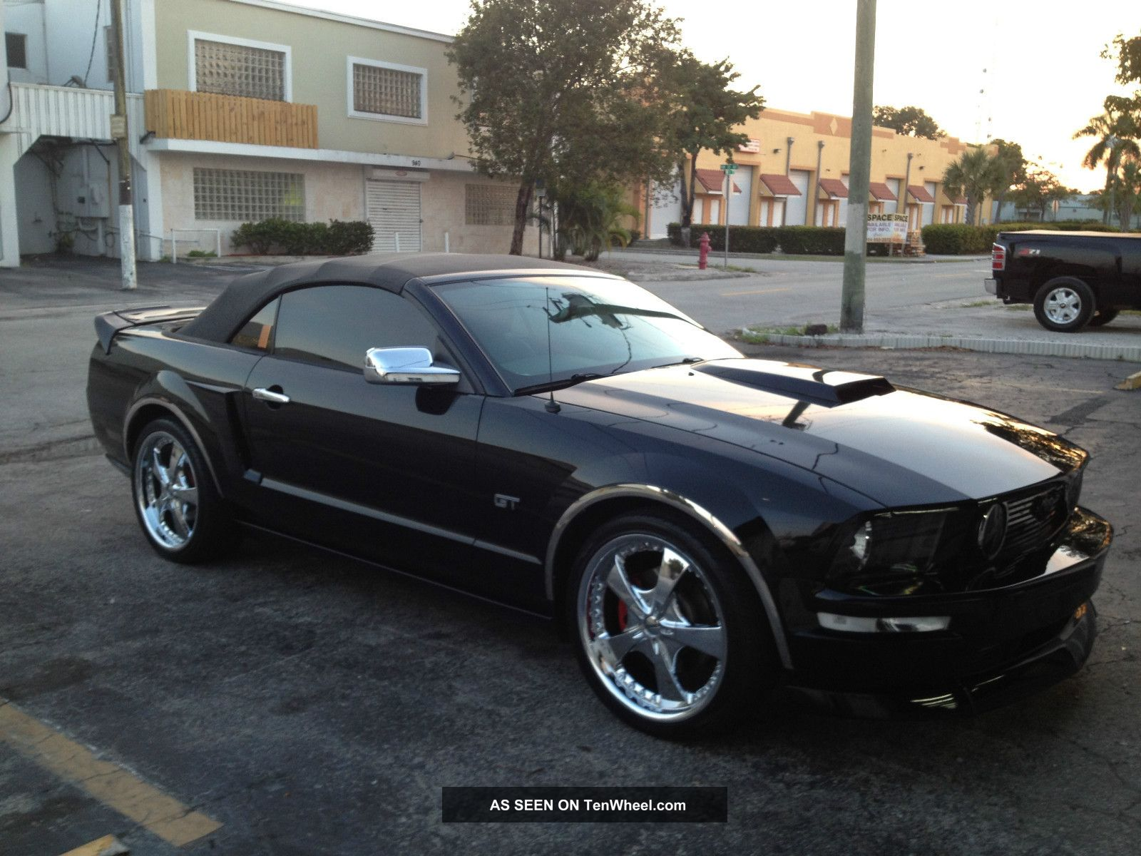 2005 ford mustang gt convertible 2 door 4 6l. Black Bedroom Furniture Sets. Home Design Ideas