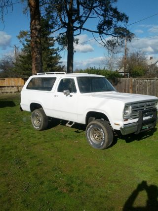 1974 Plymouth Trailduster 4x4 (ramcharger) photo
