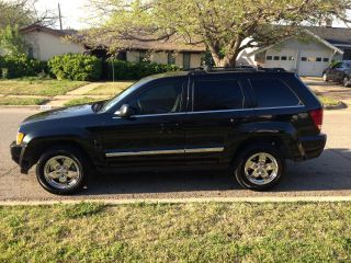2005 Jeep Grand Cherokee Limited Sport Utility 4 - Door 5.  7l photo