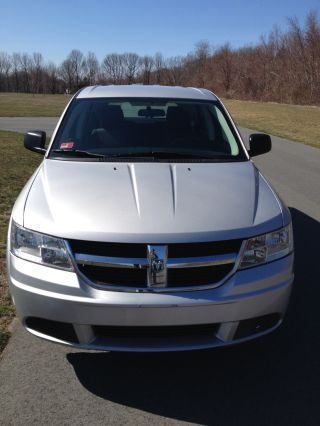 2009 Dodge Journey Se Sport Utility 4 - Door 2.  4l photo