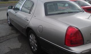 2004 Lincoln Town Car Ultimate Sedan 4 - Door 4.  6l photo
