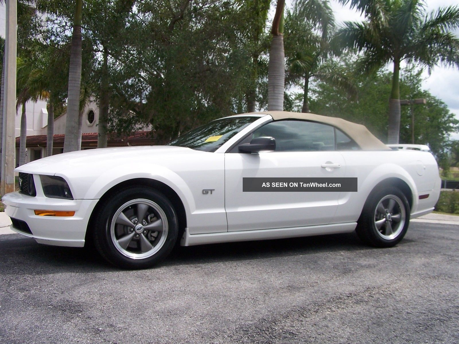 2005 ford mustang gt convertible florida car serviced at ford dealer. Black Bedroom Furniture Sets. Home Design Ideas