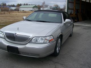 2005 Lincoln Town Car [signature Collection Edison] photo