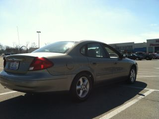 2001 Ford Taurus Se 2 - Valve Sedan 4 - Door 3.  0l photo
