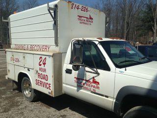 2002 Chevrolet 3500 Utility Truck photo