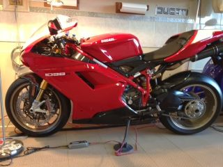 Ducati 1098r 2008 photo