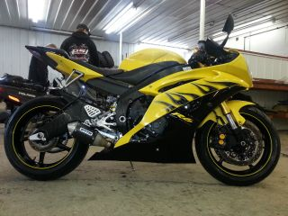2008 Yamaha Yzf - R6 Yellow And Black Mustsee photo