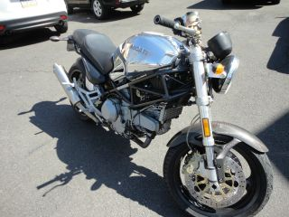 Ducati Monster 900 Chromo 2001 photo