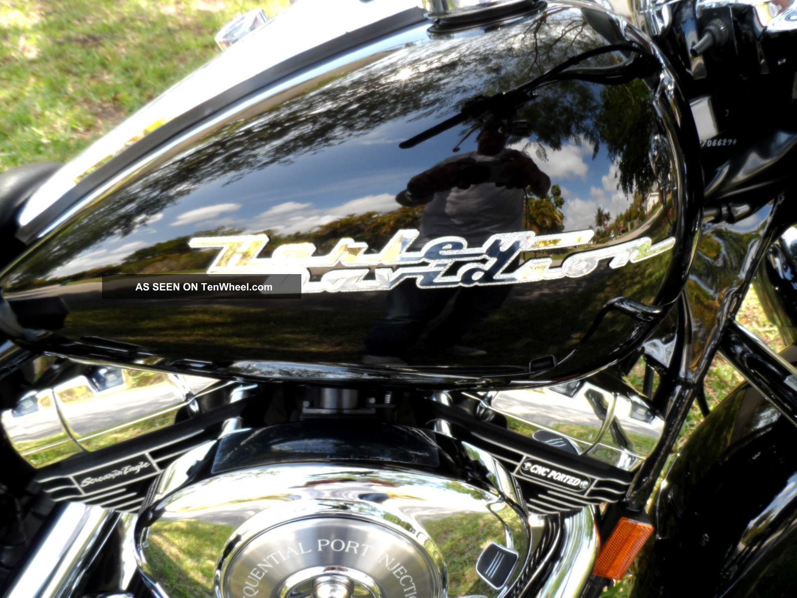 2004 Road King Custom ( ((screaming Eagle Package)) ) Black Touring photo