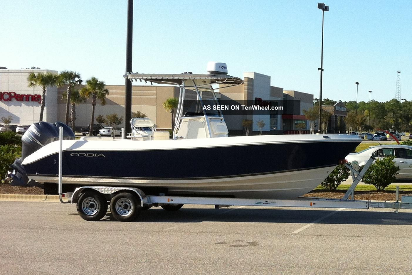 2008 Cobia Boats 256cc Offshore Saltwater Fishing photo