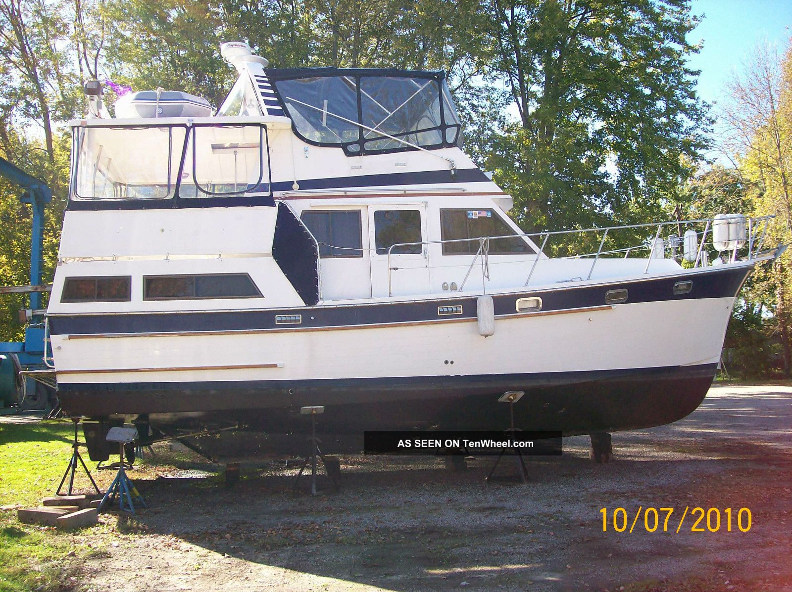 1987 Marine Trader Sundeck Cruisers photo