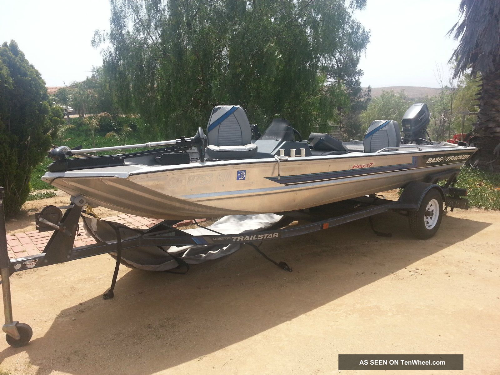 Bass tracker pro used for pictures for Bass pro fishing boats