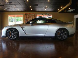 2009 Nissan Gt - R Premium Coupe 2 - Door 3.  8l photo