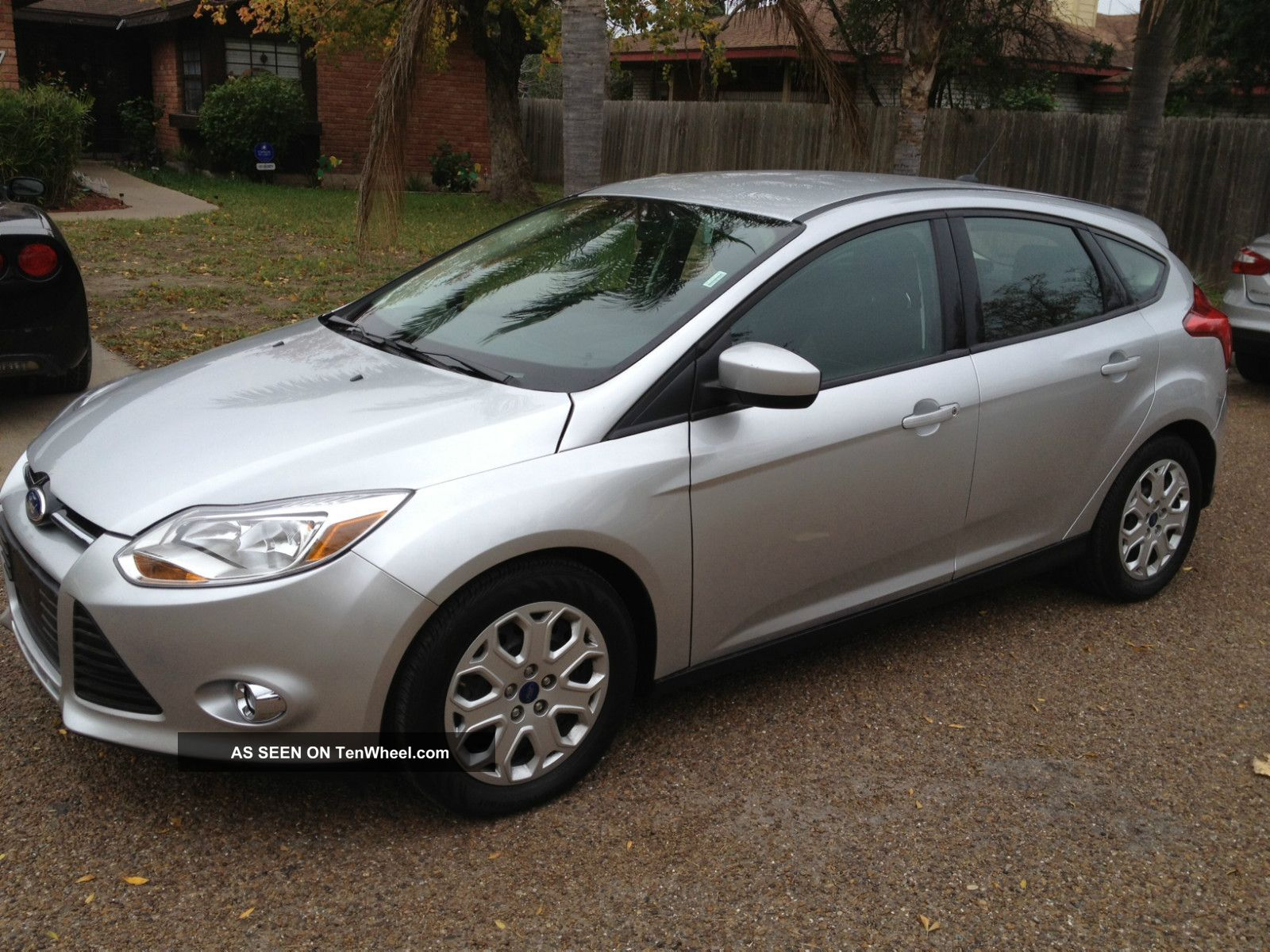 2012 ford focus se hatchback 4 door 2 0l silver 4 cil 2 0. Black Bedroom Furniture Sets. Home Design Ideas