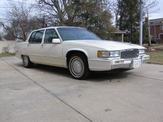 1990 Cadillac Fleetwood Base Sedan 4 - Door 4.  5l photo