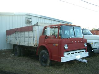 1978 Ford C600 W / 18 ' Box And Hoist photo