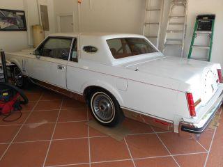 1981 White Lincoln Mark Vi Base Sedan 2 - Door 5.  0l photo