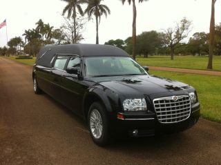 Hearse 2009 Chrysler 300 Hearse photo