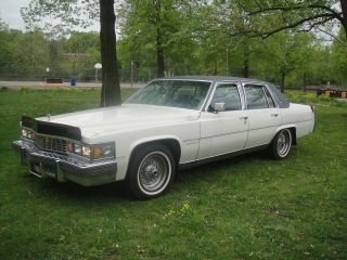 1977 Cadillac Fleetwood Brougham Diamond Edition In. photo