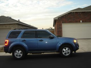 2009 Ford Escape Xls Sport Utility 4 - Door 2.  5l photo