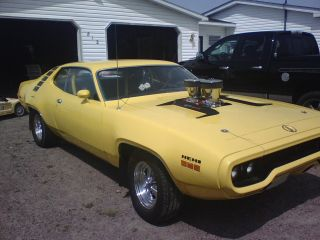 1971 Plymouth Roadrunner (not Hemi,  Gtx,  Challenger,  Or Cuda) photo