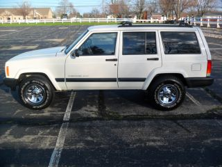 2000 Jeep Cherokee Sport,  4 - Door,  4x4,  4.  0,  A & Drive photo