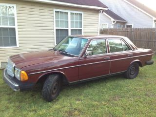 1981 Mercedes - Benz 240d Base Sedan 4 - Door 2.  4l photo