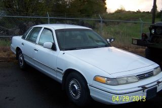 1993 Ford Crown Victoria Police Interceptor Sedan 4 - Door 4.  6l photo