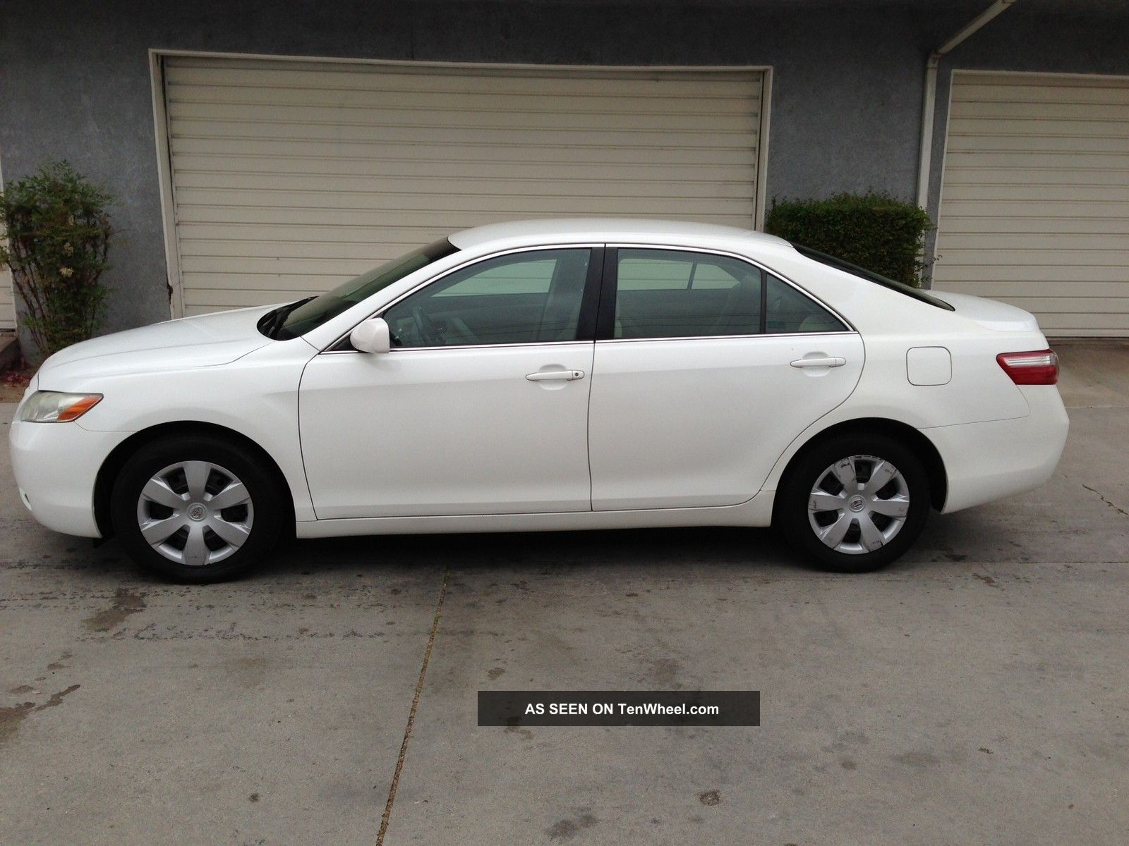 2007 white toyota camry le with extended warrantly. Black Bedroom Furniture Sets. Home Design Ideas