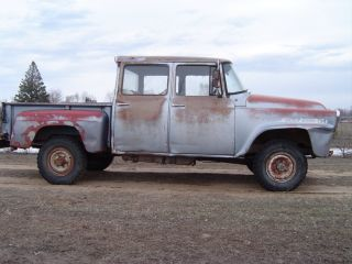 1958 Ihc 4x4 Travelette 3 Door Crew Cab photo