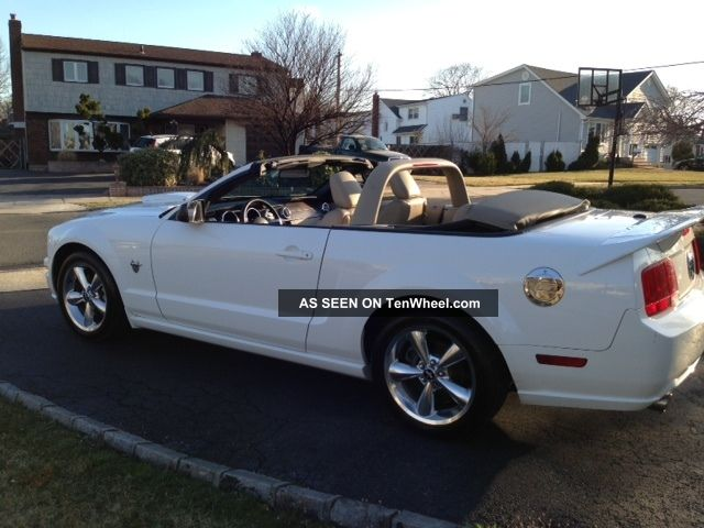 2009 Ford Mustang Gt Premium Convertible 45th Anniversary Mustang photo