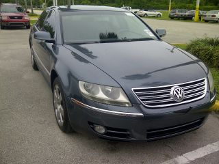 2004 Volkswagen Phaeton V8 Sedan 4 - Door 4.  2l photo