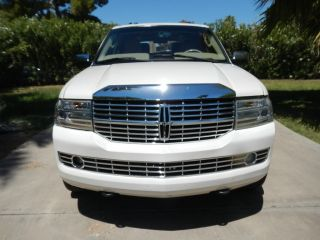 2007 Lincoln Navigator L Ultimate Sport Utility 4 - Door 5.  4l photo