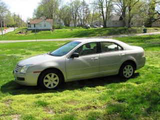 2008 Ford Fusion S Sedan 4 - Door 2.  3l photo