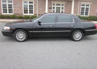 2004 Lincoln Town Car Signature Sedan 4 - Door 4.  6l Limo photo