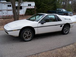 1984 Pontiac Fiero 2.  5l 2m4 4 Speed Manual Condition photo