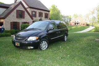 2003 Chrysler Town & Country Lxi photo