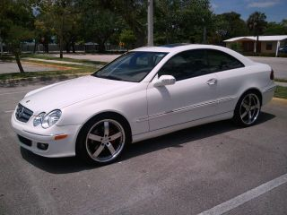 2006 White Mercedes Benz Clk 350 photo