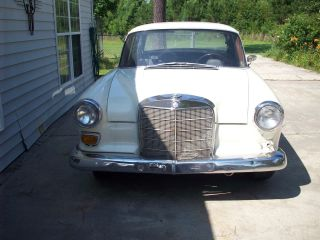 1967 Mercedes 200 Manuel Shift 4 Speed Gas photo