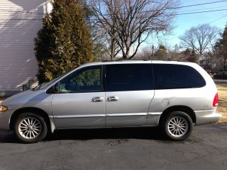2000 Chrysler Town And Country Minivan photo