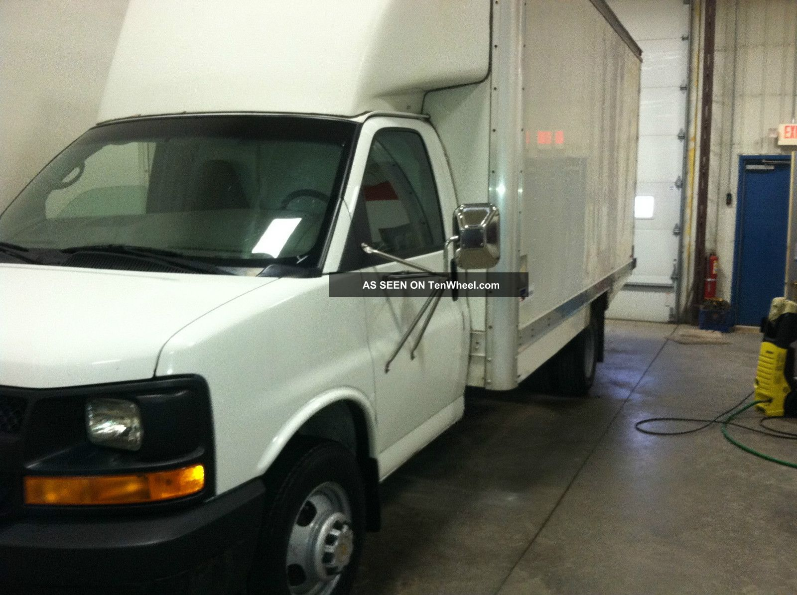 2004 chevrolet express 3500 base cutaway van 2 door 6 0l. Black Bedroom Furniture Sets. Home Design Ideas