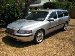 2001 Volvo V70 T5 Wagon 4 - Door 2.  3l 3rd Row Seat photo