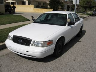 2005 Ford Crown Victoria Police Interceptor Sedan 4 - Door 4.  6l photo