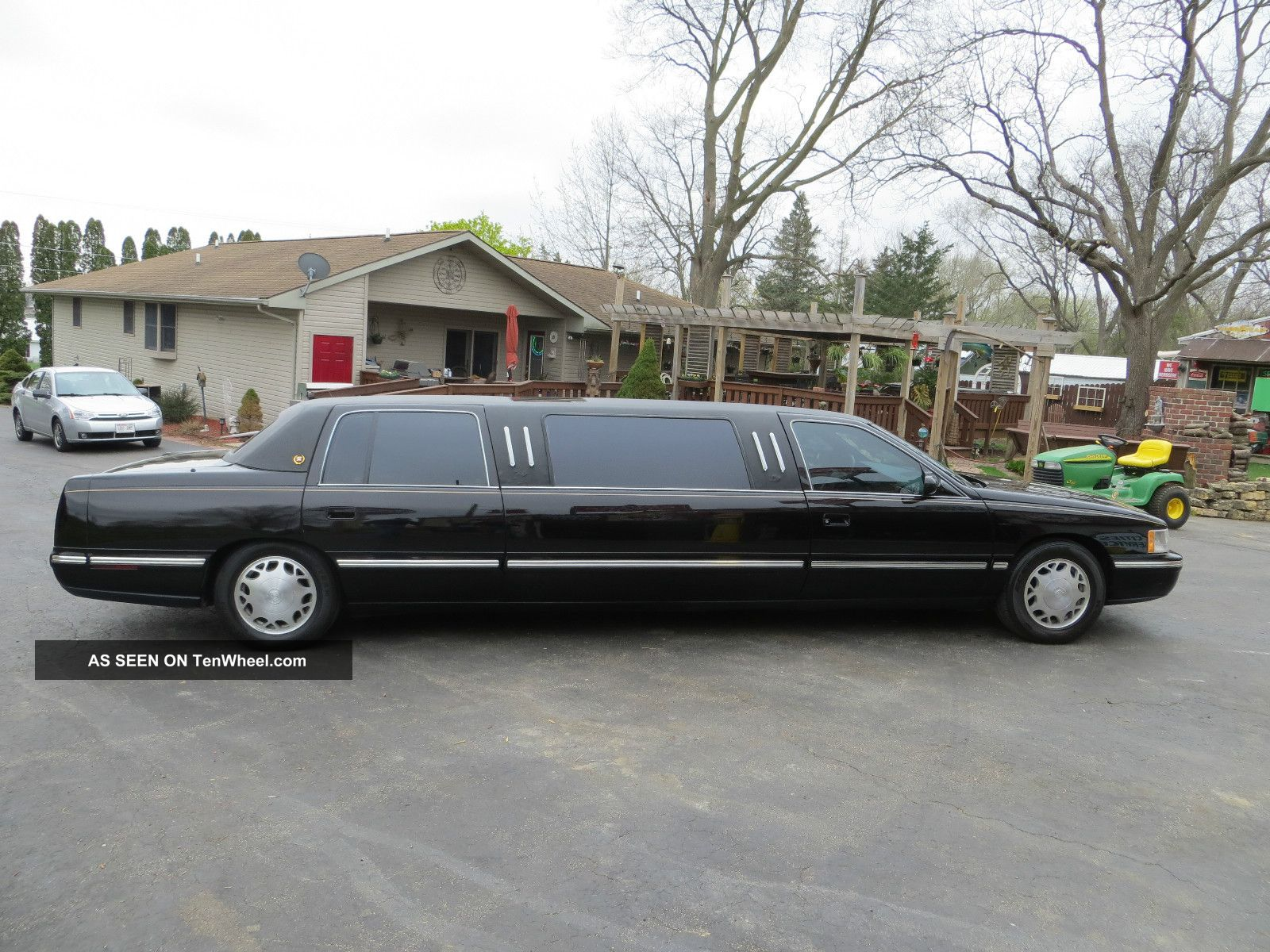 1998 Cadillac Limo.  Long And Black Other photo