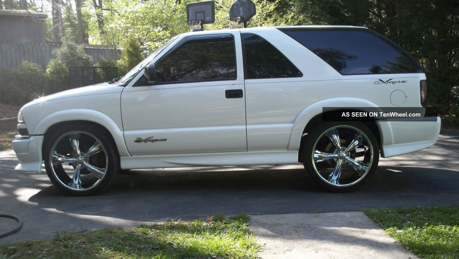Get 2003 Chevy Blazer White